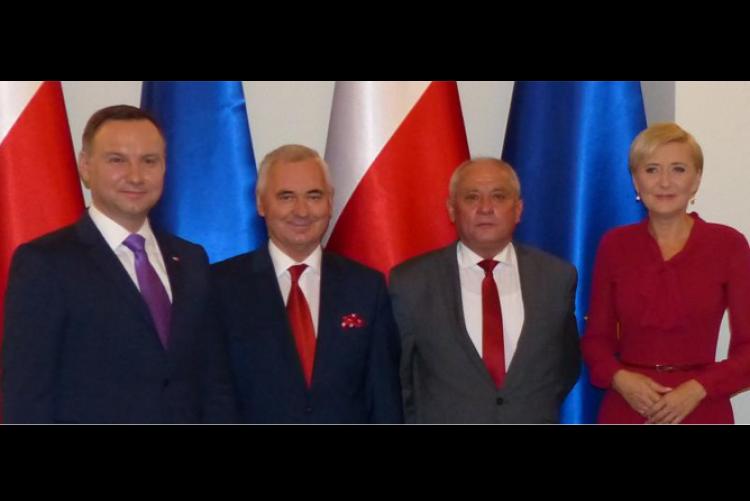 """Para Prezydencka, Rektor Uniwersytetu Przyrodniczego i Zenon Musiał (zespół """" Łany"""")"""