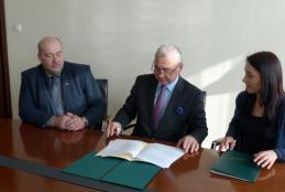 Na zdjęciu od prawej: przedstawicielka UMP Monika Nowotna, JM Rektor Jan Pikul oraz Dziekan Wydziału MWiNoZ Piotr Ślósarz (foto: Jerzy Lorych)