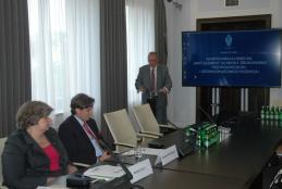 Wystąpienie ministra profesora Jana Szyszki, na pierwszym planie profesorowie Maria Olech i Dariusz J. Gwiazdowicz (fot. K. Mielnikiewicz)