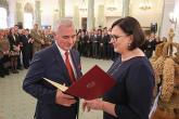Szefowa Kancelarii Prezydenta RP Małgorzata Sadurska wręczya dyplomy